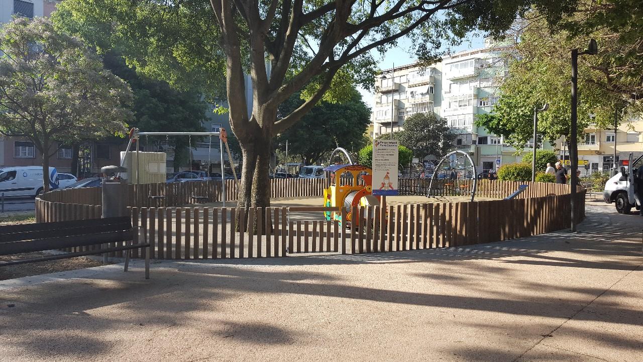 Parque Infantil na Praça Paiva Couceiro